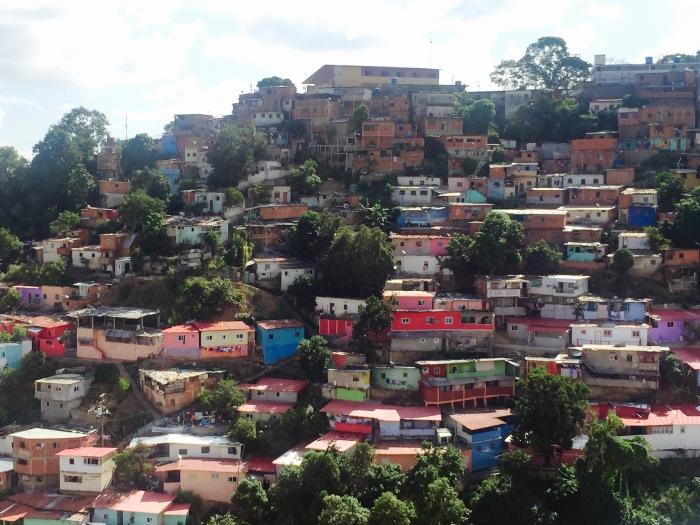 caracas slum.jpg